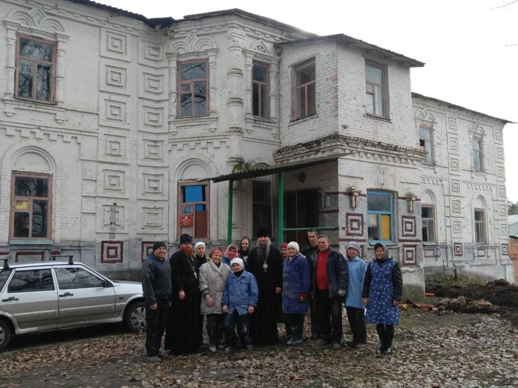 Управляющий Валуйской епархией епископ Савва посетил восстанавливающийся Николо-Тихвинский Пятницкий монастырь