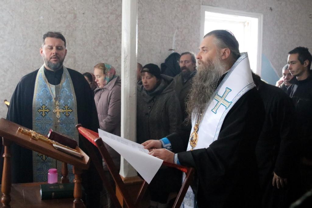 Преосвященный Савва, епископ Валуйский и Алексеевский, совершил молебен с чтением акафиста в здании бывшего настоятельского корпуса женского Николо-Тихвинского монастыря